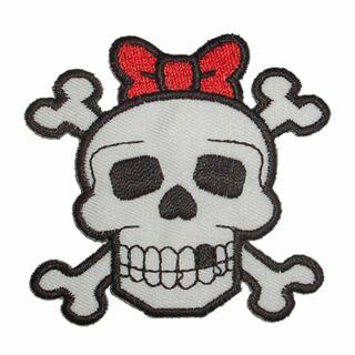 Parche - Cabeza con huesos y lazo rojo